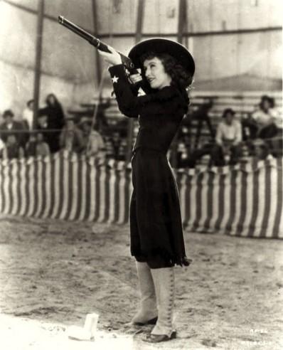 01_1935_Annie_Oakley-Stanwyck.jpg