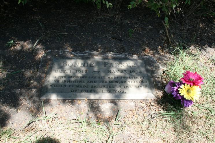 Bonnie_parker_grave.jpg