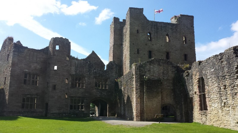 34354-ludlow-castle-ludlow-01.jpg