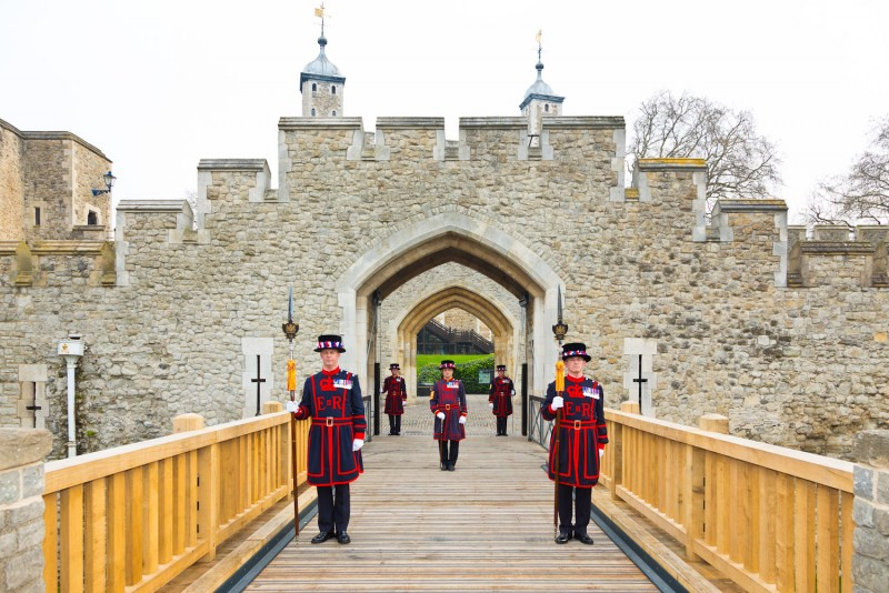 Tower-of-London-Beefeaters.jpg