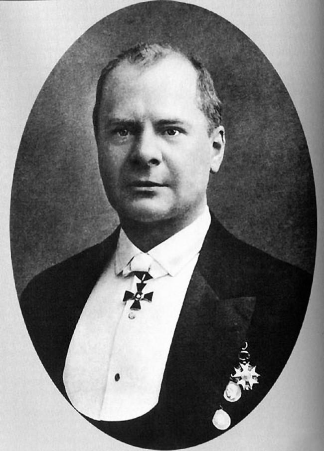 Grigoriy-Grigorevich-Eliseev-e1524347982923.jpg
